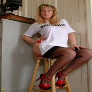 Blonde housewife Lisa is feeling a bit naughty