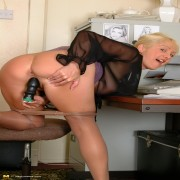 Hot blonde Wendy Jayne is getting wet and wild